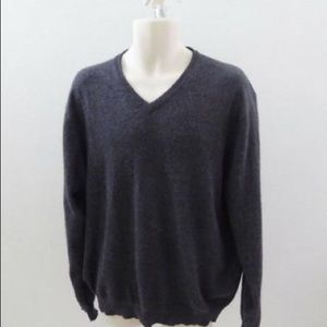 100% cashmere V-neck sweater by Pure Stuff